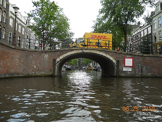 1.1277455489.bridges-across-the-canals-of-amsterdam
