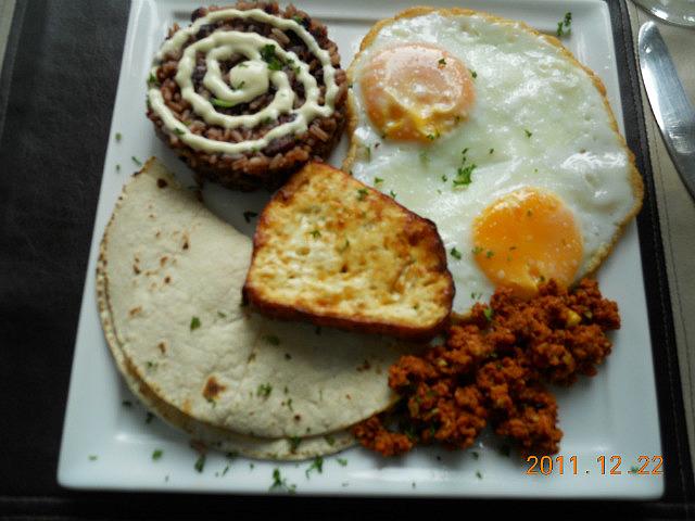 2.1324580213.typical-nicaraguan-breakfast